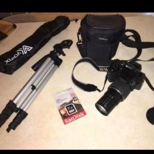 FinePix S S8200 CAMERA BUNDLE!! Case, 32GB SD,etc